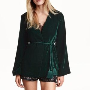 H&M Green velvet blazer. Size 4 No buttons